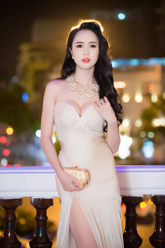 """""""Phát hờn"""" với bộ sưu tập bikini của chân dài Vũ Ngọc Anh - 11"""