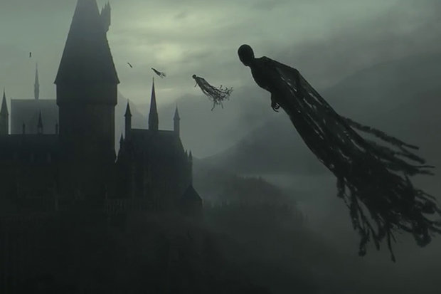 Hình người bí ẩn dài 100 mét  trôi dạt trên mây gây sợ hãi - 3