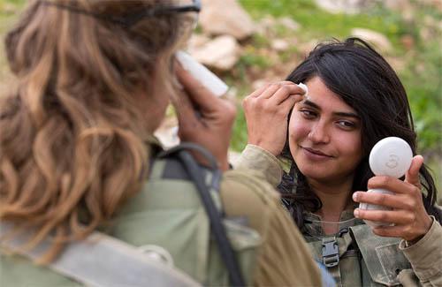 Vẻ đẹp của các bóng hồng Israel trước khi ra chiến trường - 2