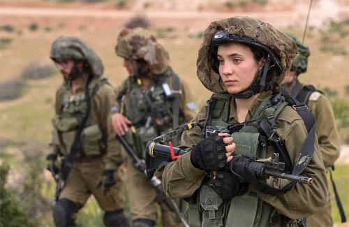 Vẻ đẹp của các bóng hồng Israel trước khi ra chiến trường - 3