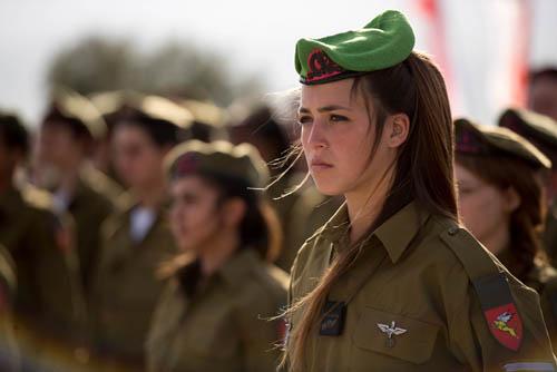Vẻ đẹp của các bóng hồng Israel trước khi ra chiến trường - 4