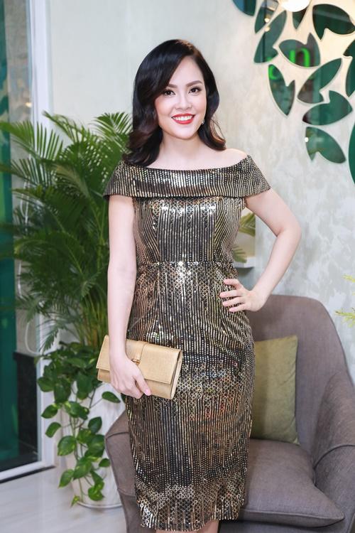 Dương Cẩm Lynh tự tin khoe vóc dáng đã giảm 22 kg - 1