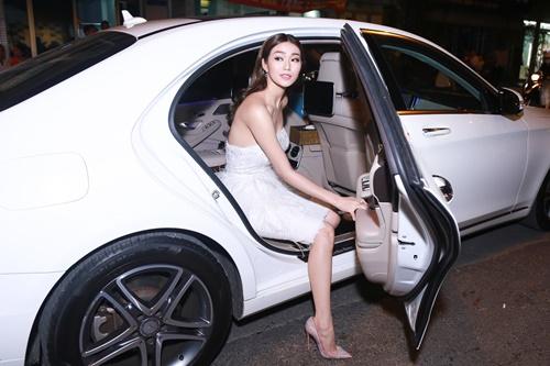 Dương Cẩm Lynh tự tin khoe vóc dáng đã giảm 22 kg - 4