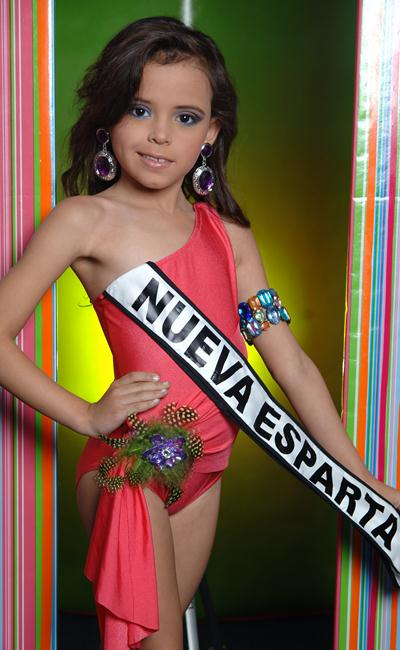 Choáng trước màn diễn áo tắm của các bé gái Venezuela - 4