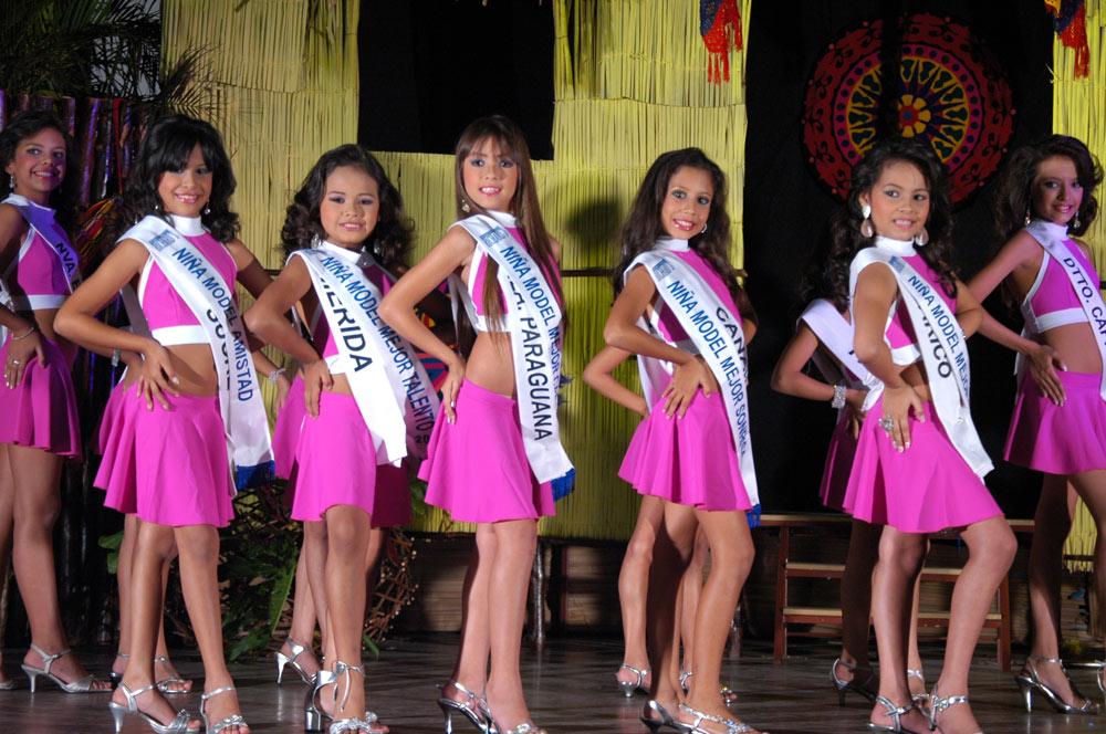 Choáng trước màn diễn áo tắm của các bé gái Venezuela - 5