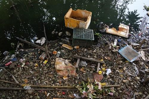 Hồ Tây hôi thối, ngập rác sau khi tháo dỡ nhà hàng nổi - 11