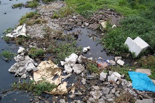 Hồ Tây hôi thối, ngập rác sau khi tháo dỡ nhà hàng nổi - 12