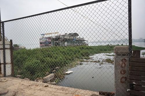 Hồ Tây hôi thối, ngập rác sau khi tháo dỡ nhà hàng nổi - 13