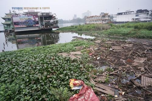 Hồ Tây hôi thối, ngập rác sau khi tháo dỡ nhà hàng nổi - 14