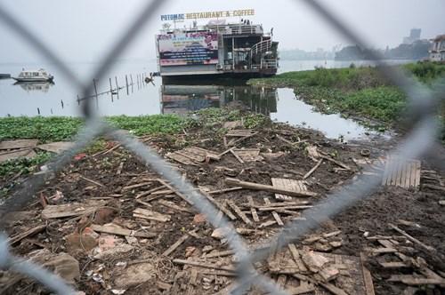 Hồ Tây hôi thối, ngập rác sau khi tháo dỡ nhà hàng nổi - 15