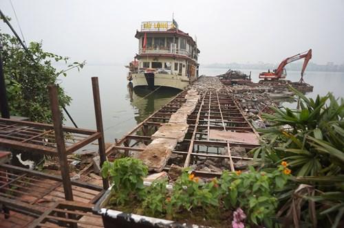 Hồ Tây hôi thối, ngập rác sau khi tháo dỡ nhà hàng nổi - 18