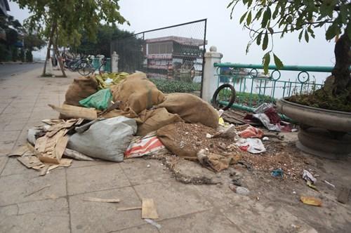 Hồ Tây hôi thối, ngập rác sau khi tháo dỡ nhà hàng nổi - 19