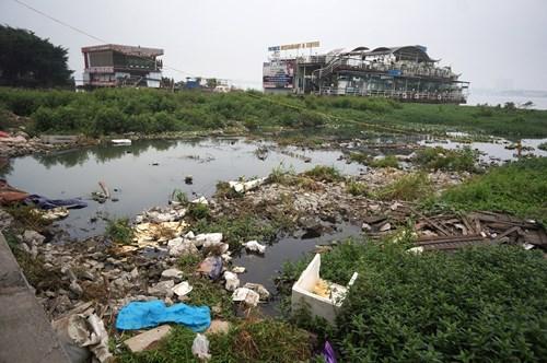 Hồ Tây hôi thối, ngập rác sau khi tháo dỡ nhà hàng nổi - 3