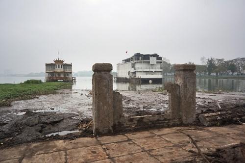 Hồ Tây hôi thối, ngập rác sau khi tháo dỡ nhà hàng nổi - 5