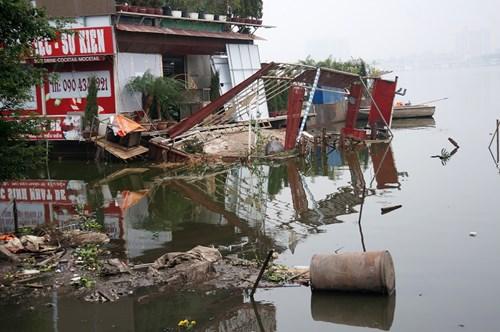 Hồ Tây hôi thối, ngập rác sau khi tháo dỡ nhà hàng nổi - 8