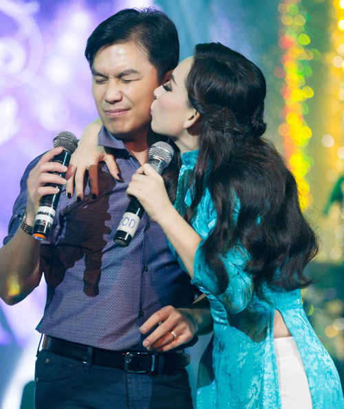 Mạnh Quỳnh đưa Phi Nhung về hát ở Thanh Hóa - 1