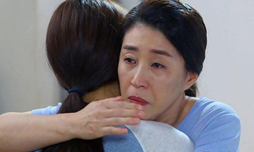 Bị mẹ chồng bắt quả tang ngoại tình, nghe lý do, mẹ ôm con mà khóc - 1