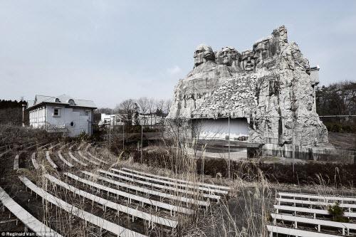 Rợn người các công viên giải trí bỏ hoang ở Nhật - 3