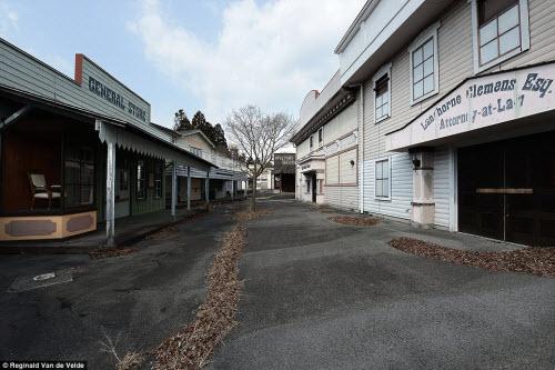 Rợn người các công viên giải trí bỏ hoang ở Nhật - 5