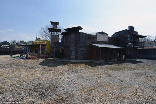 Rợn người các công viên giải trí bỏ hoang ở Nhật - 6