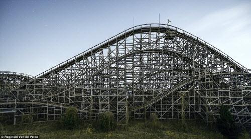 Rợn người các công viên giải trí bỏ hoang ở Nhật - 9