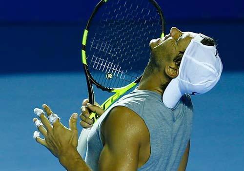 """Nadal bung vợt cực """"ngọt"""", tiếc vì lỡ cúp thứ 70 - 1"""