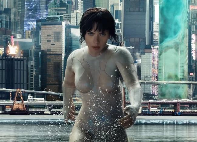 """Scarlett Johansson là cái tên gây sốt nhất đầu năm 2017 với tạo hình cực kỳ ấn tượng trong bộ phim """"Ghost In The Shell"""" (Vỏ bọc ma)."""