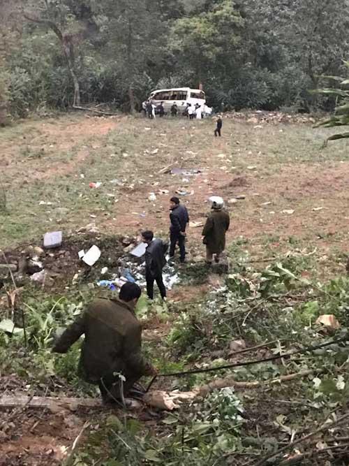 Xe khách lao xuống vực ở Sapa: 10 người rất nặng phải chuyển về HN - 1