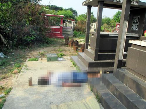 Người đàn ông chết bí ẩn giữa hai ngôi mộ ở Sài Gòn - 1