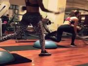 Làm đẹp - Vui mắt với hình ảnh tập gym bằng dây thừng của hai mỹ nữ