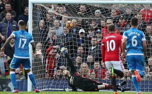 Vua hòa MU: Mourinho than vãn, Ibra nhận hết lỗi lầm - 2