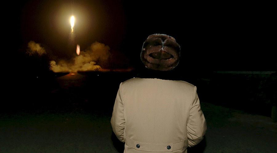 Triều Tiên bắn cả loạt tên lửa vào vùng biển của Nhật - 1