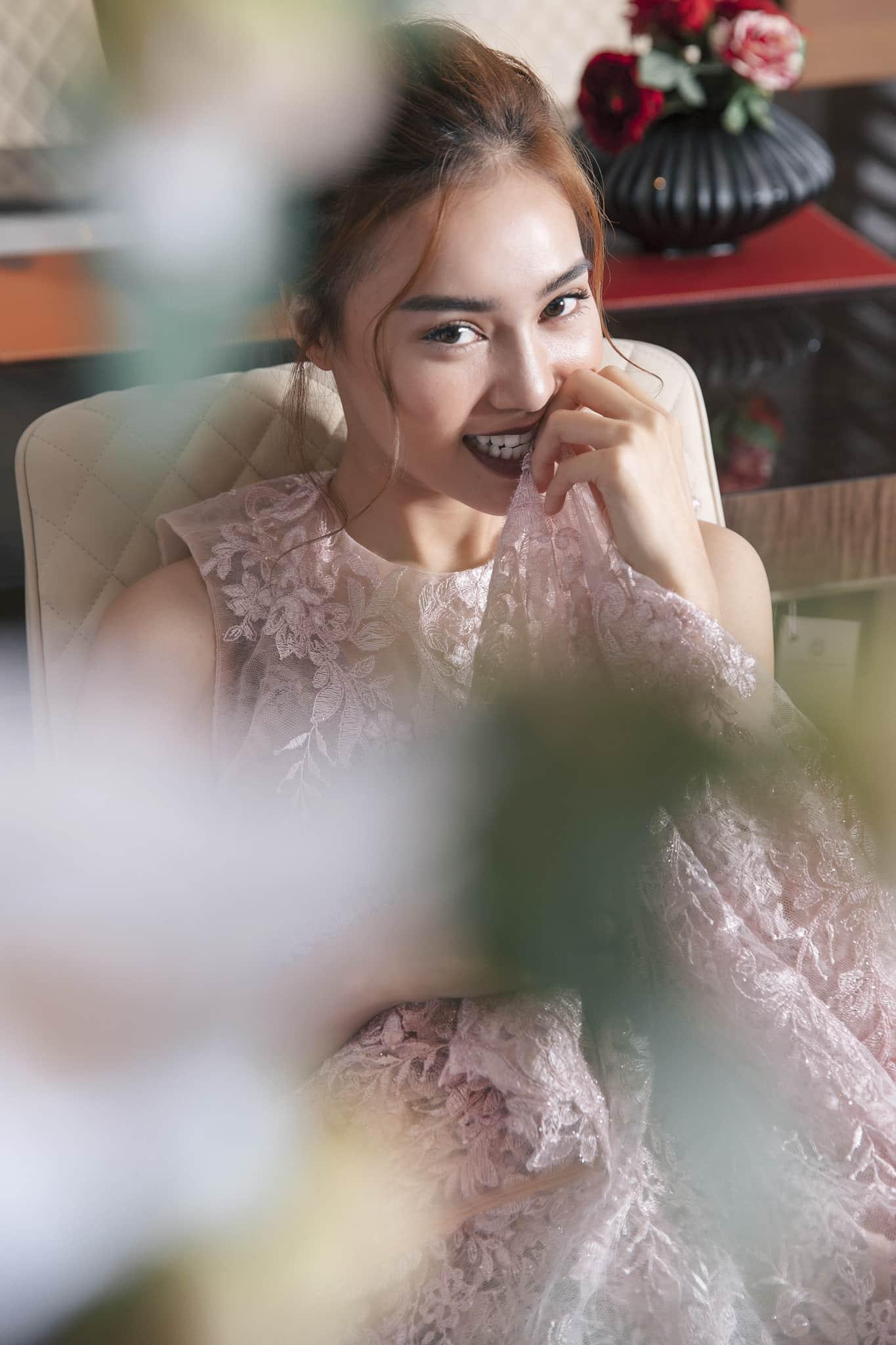 Ninh Dương Lan Ngọc đẹp không tì vết với đầm ren mỏng - 11