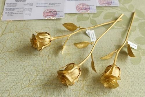 Hoa hồng bằng vàng 24k giá 200 triệu đồng dịp 8/3 - 6