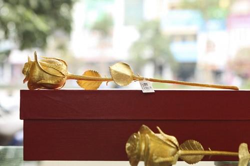 Hoa hồng bằng vàng 24k giá 200 triệu đồng dịp 8/3 - 7
