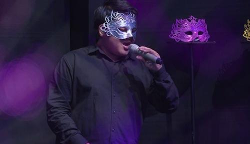 """Chàng trai đeo mặt nạ khiến Phương Thanh """"khủng hoảng tinh thần"""" - 1"""