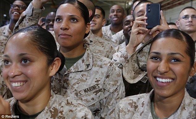 Hàng loạt nữ quân nhân Mỹ lộ ảnh khỏa thân gây chấn động - 2