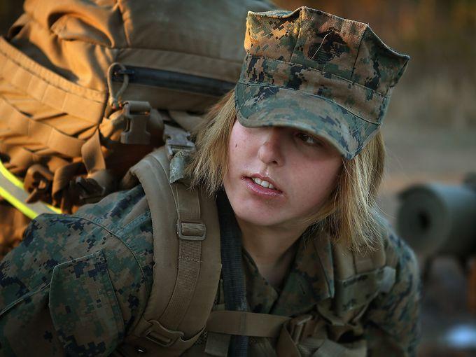 Hàng loạt nữ quân nhân Mỹ lộ ảnh khỏa thân gây chấn động - 1
