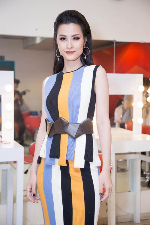 Hoàng Thùy Linh, Mai Phương Thúy: Ai đẹp nhất tuần qua? - 8