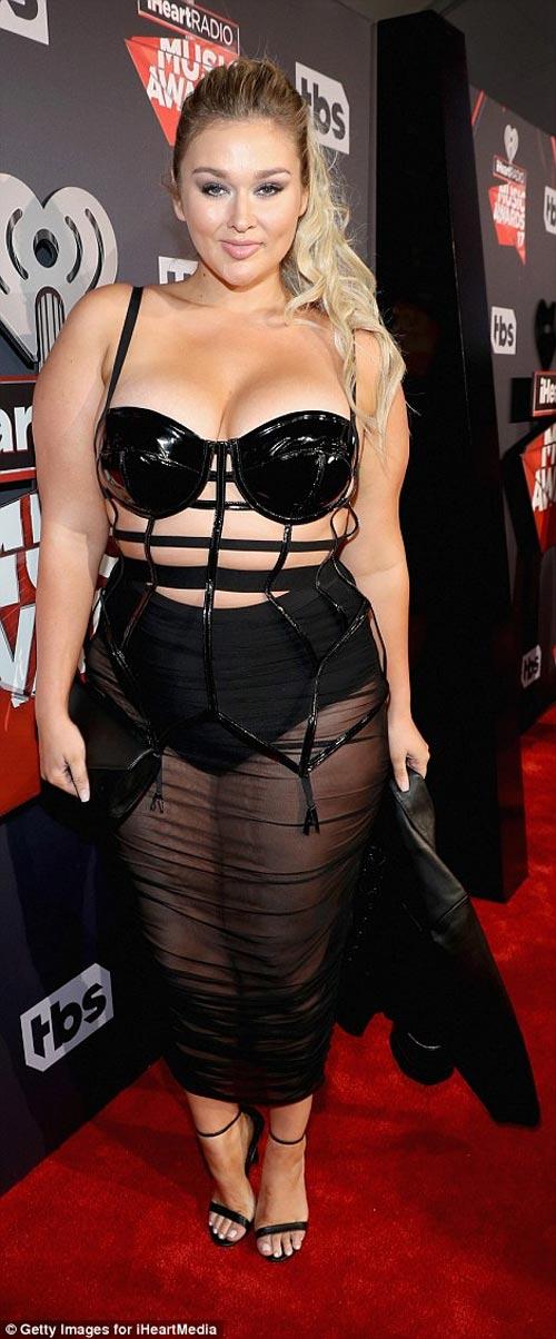 """Ngộp thở vì chiếc váy o ép cơ thể của """"mỹ nữ nấm lùn"""" - 7"""