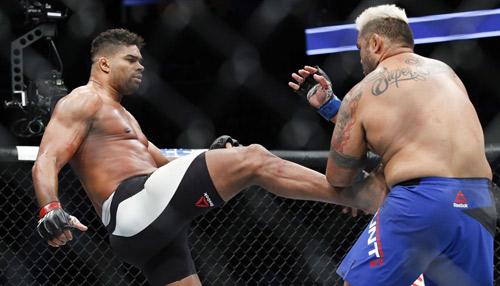 """UFC: Bị """"Tào Tháo đuổi"""" vẫn hạ knock-out đối thủ - 1"""