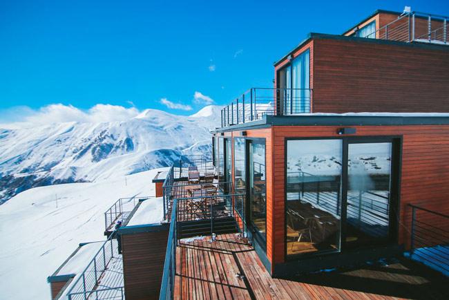 """""""Đã mắt"""" ngắm khách sạn container siêu sang trên núi tuyết - 3"""