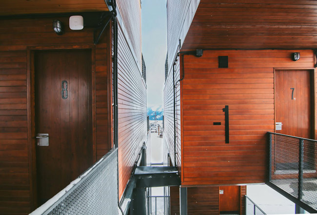 """""""Đã mắt"""" ngắm khách sạn container siêu sang trên núi tuyết - 4"""