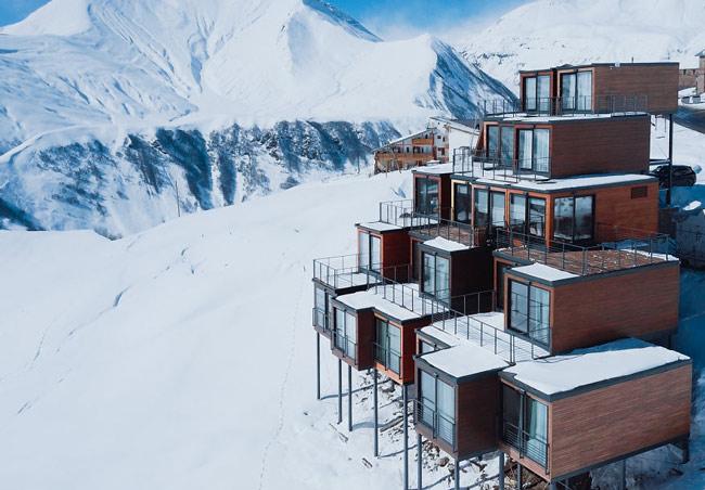 """""""Đã mắt"""" ngắm khách sạn container siêu sang trên núi tuyết - 1"""
