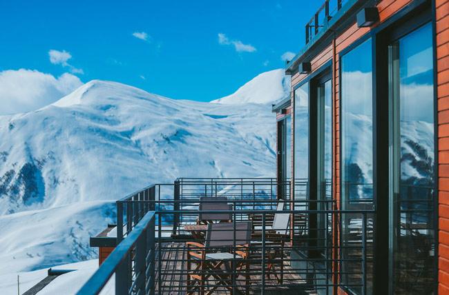 """""""Đã mắt"""" ngắm khách sạn container siêu sang trên núi tuyết - 5"""