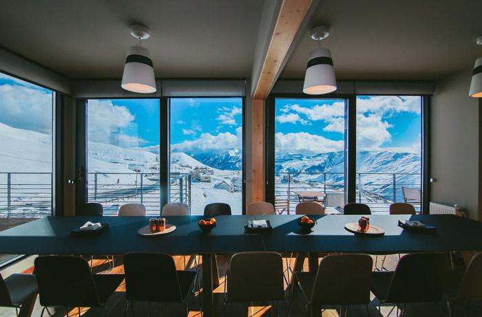 """""""Đã mắt"""" ngắm khách sạn container siêu sang trên núi tuyết - 7"""