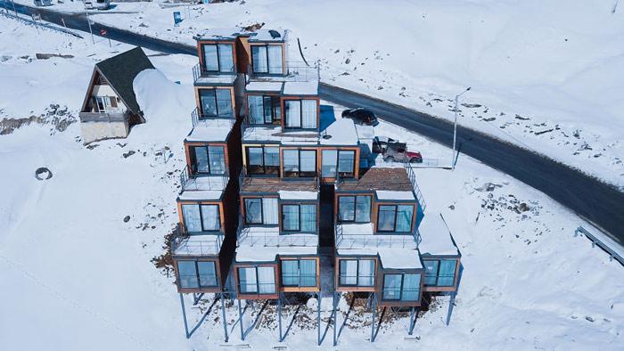 """""""Đã mắt"""" ngắm khách sạn container siêu sang trên núi tuyết - 13"""