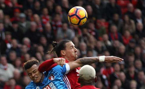 Vua hòa MU: Mourinho than vãn, Ibra nhận hết lỗi lầm - 1
