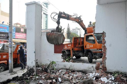 Clip: Ông Đoàn Ngọc Hải chỉ đạo phá tường gần tòa nhà Bộ Công thương - 3