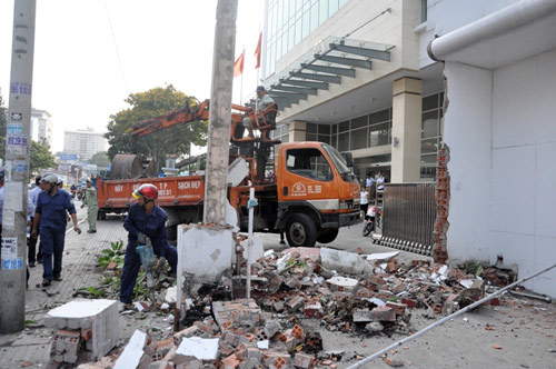 Clip: Ông Đoàn Ngọc Hải chỉ đạo phá tường gần tòa nhà Bộ Công thương - 5